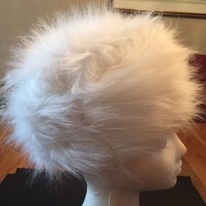 🌹NWOT White Faux Fur Hat with Satin Lining